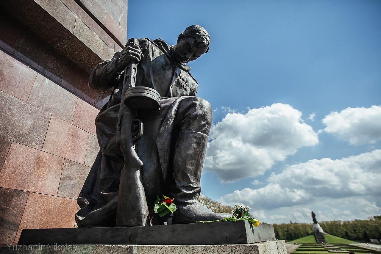 картинка памятник неизвестному солдату в берлине имеет ничего общего